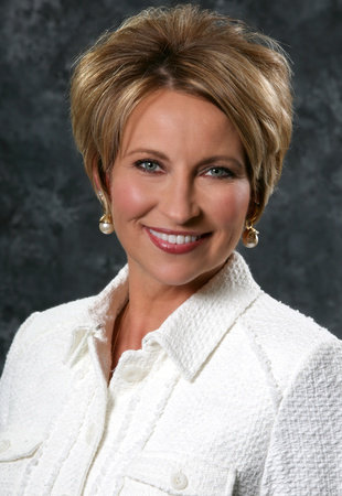 Photo of Lori Hogan