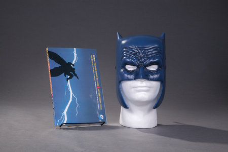 Batman: The Dark Knight Returns Book & Mask Set